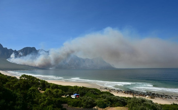 A fire by Koggelsbaai. Picture: @OverbergFPA/Twitter