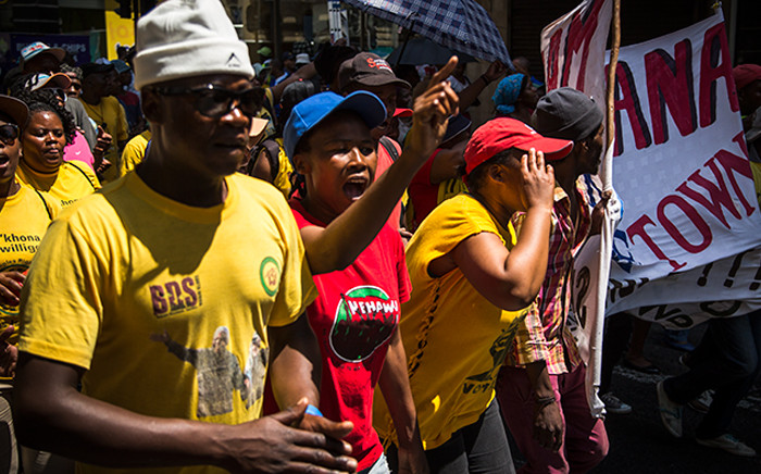 Ses'khona People's Rights Movement members protest for housing and sanitation in Cape Town's CBD. Picture: Anthony Molyneaux/EWN