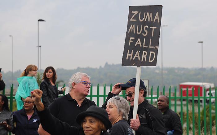 Anti-Zuma protesters on Beyers Naudé Drive, Johannesburg. Picture: Christa Eybers/EWN