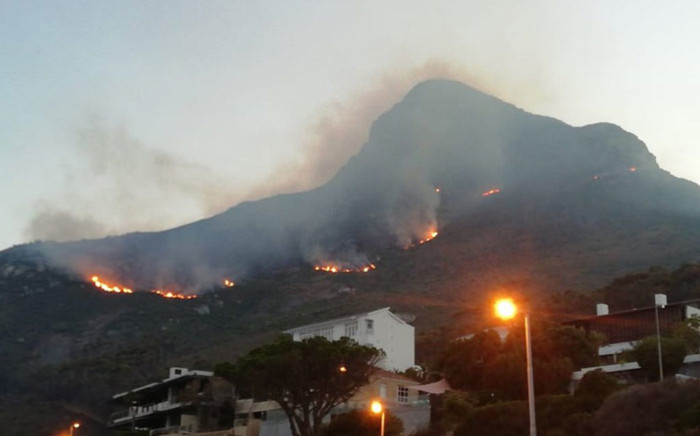 The fires along Lion's Head and Signal Hill on 28 January 2019. Picture: @NCCwildfires/Twitter