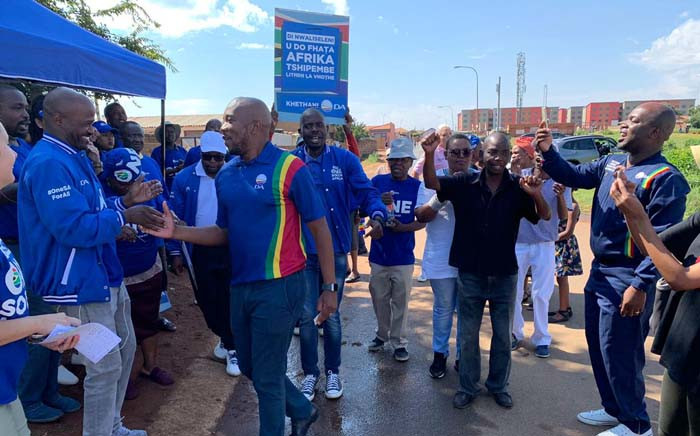 DA leader Mmusi Maimane greets potential voters during the party's voter registration drive. Picture: @Our_DA/Twitter.