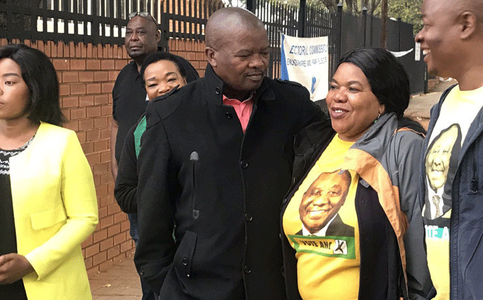 United Democratic Movement leader Bantu Holomisa talks to African National Congress supporters as he enters Arcadia Primary School to cast his vote on 8 May 2019. Picture: Barry Bateman/EWN
