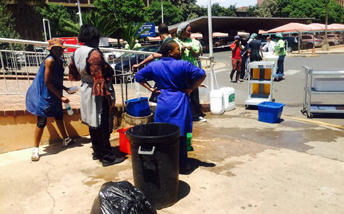Staff at the Helen Joseph Hospital were forced to collect water in containers on 11 November 2015. Picture: Dineo Bendile/EWN.