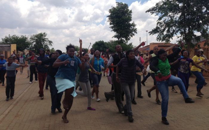 Angry residents in Bekkersdal have threatened to burn down a house of a community leader on 23 October 2013. Picture: Sebabatso Mosamo/EWN.