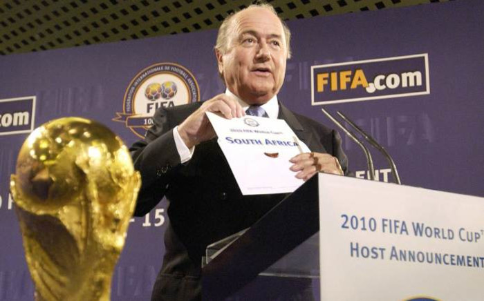 Fifa President Sepp Blatter announces the 2010 World Cup will be organised by South Africa on 15 May 2004 at the Fifa headquarters in Zurich. Picture: AFP.