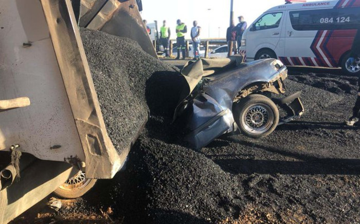 Three buried under truck – miraculous escape in Diepkloof . Picture: @_ArriveAlive/Twitter