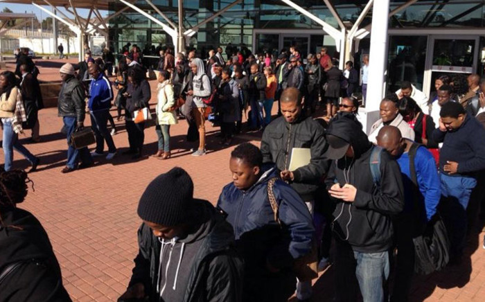 Hundreds of Gautrain passengers have been left stranded with long queues being reported at the Midrand station. Many were forced to use alternative means of transport as power failure rocked some of the stations. Picture: Valeska Abreu/EWN.