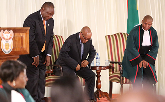 President Jacob Zuma (C), Deputy President Cyril Ramaphosa (L) and Chief Justice Mogoeng Mogoeng during the swearing in of ministers at the presidential guesthouse in Pretoria. Picture: Sebabatso Mosamo/EWN.