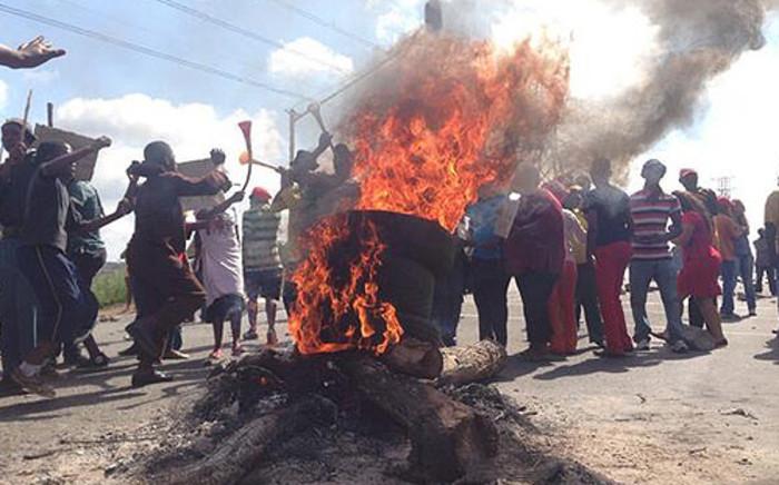 Durban Deep residents protest over housing on 23 January 2014. Picture: Lesego Ngobeni/EWN.