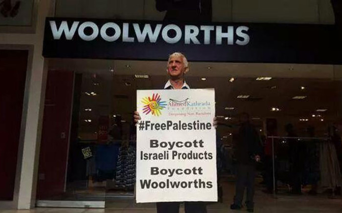 Isu Chiba, a Robben Island political prisoner, calls for a boycott of Woolworths. Picture: via @azharvadi on Twitter.