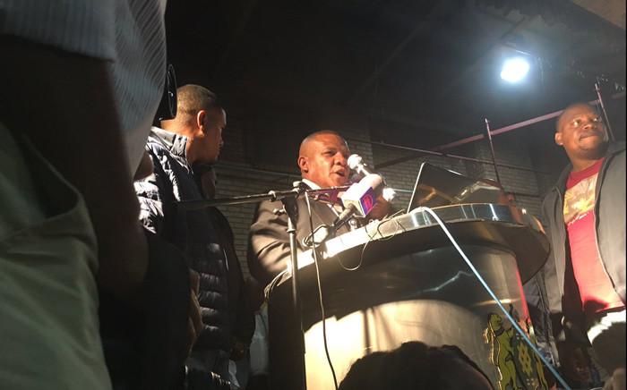 Johannesburg council speaker Vasco da Gama on stage at the Marlboro Community Centre on 15 April 2019 where Joburg Mayor Herman Mashaba was meant to meet with Alexandra residents. Picture: Bonga Dlulane/EWN