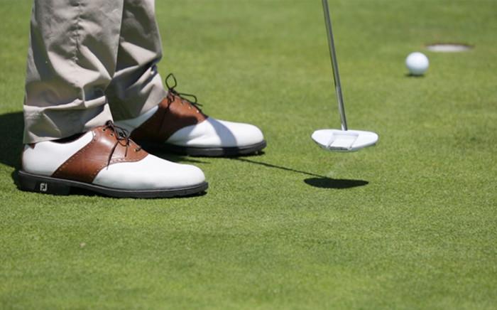 FILE: A golfer putting. Picture: EWN.