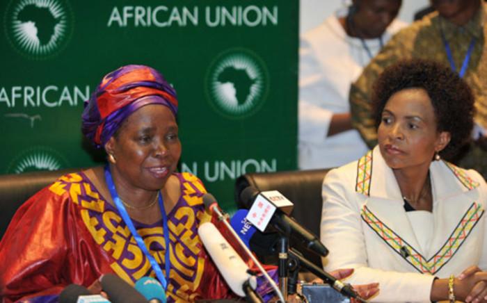 Minister Nkosazana Dlamini-Zuma and International Relations Minister Maite Nkoana-Mashabane at a post-AU vote briefing. Picture: Jacoline Prinsloo/GCIS.
