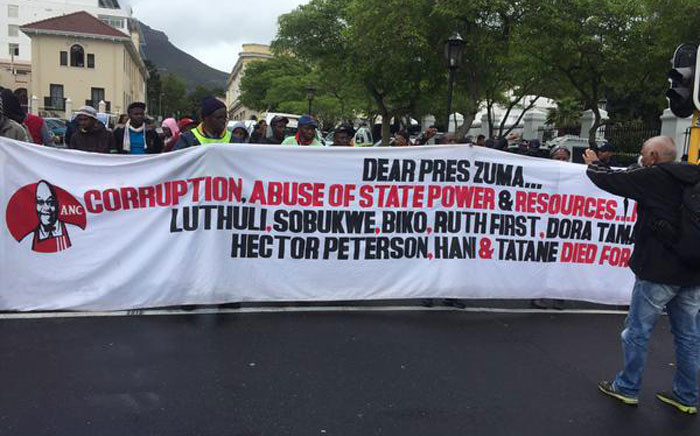 Marchers hold up a message for President Jacob Zuma during the Cape Town Unite Against Corruption march. Picture: Siyabonga Sesant/EWN.