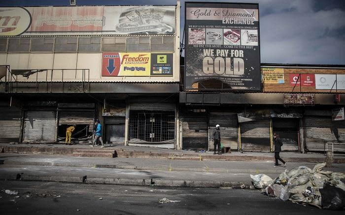 Alexandra community members cleaning up after days of looting that saw many shops and businesses vandalised. Picture: Abigail Javier/Eyewitness News.