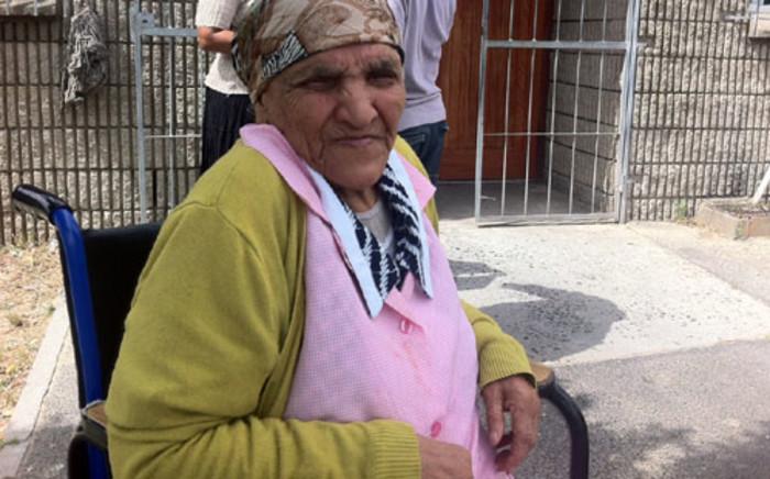 A Belhar pensioner receives her title deed on 3 December 2013. Picture: Siyabonga Sesant/EWN.