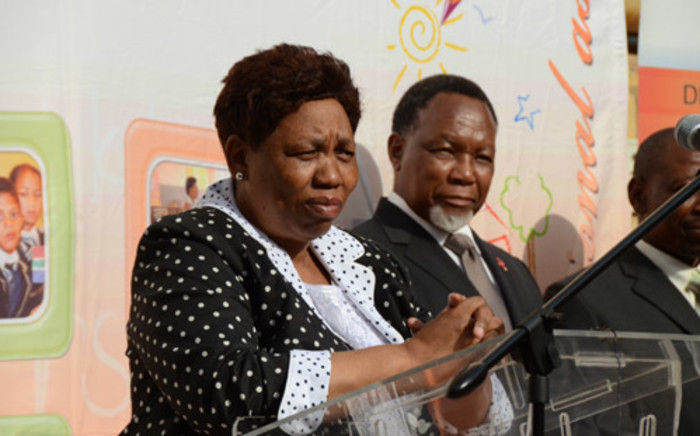 FILE: Basic education minister Angie Motshekga and Kgalema Motlanthe at the Ponelopele Oracle Secondary school on 15 January, 2014. Picture: Christa Eybers/EWN.