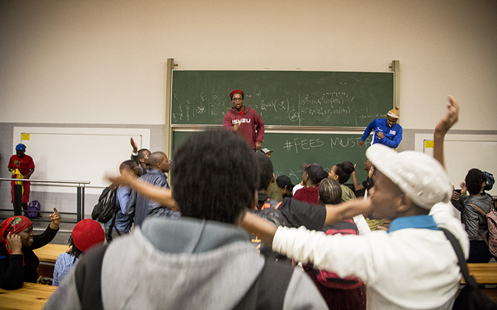 Students at the University of Pretoria disrupt a lecture on 19 September 2016. Picture: Reinart Toerien/EWN.