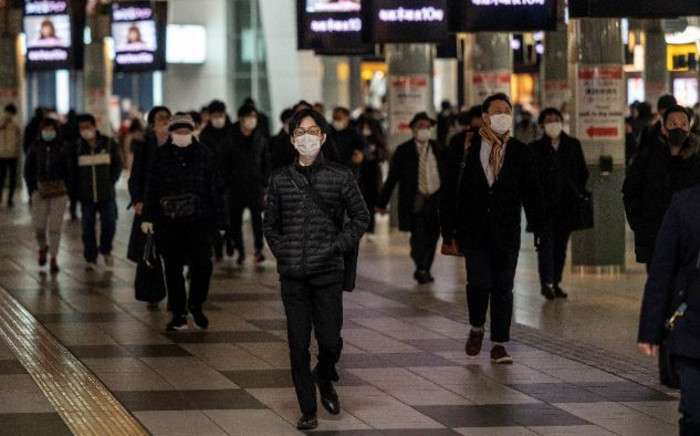 People walk at Shinagawa station in Tokyo on 13 January 2021 as Japan expanded the COVID-19 coronavirus state of emergency to seven more regions and tightened border restrictions. Picture: Philip Fong/AFP