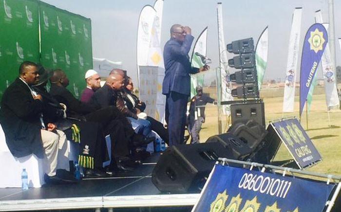 Gauteng Premier David Makhura addressing Mamelodi citizens. Picture: EWN.