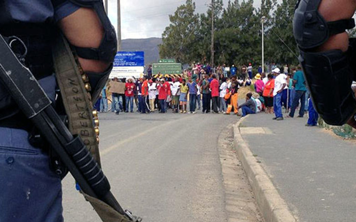 Police keep an eye on farmworkers who protest in Wolseley on 9 January 2013. Picture: Regan Thaw/EWN