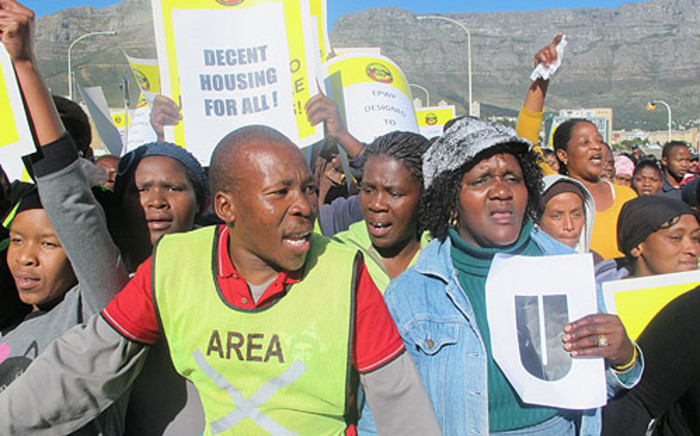 Municipal workers marched to the Cape Town Civic Centre on 5 July 2012. Picture: Malungelo Booi/EWN