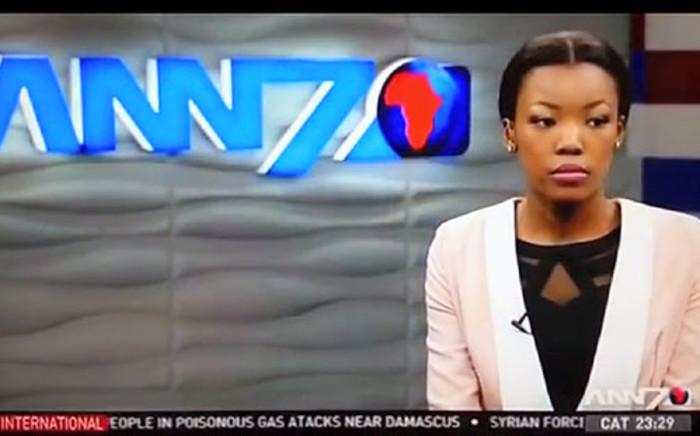 A screenshot of an ANN7 news anchor during a live bulletin riddled with errors