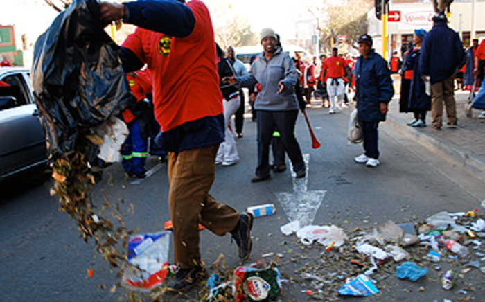 Municipal workers on strike. Picture: EWN.