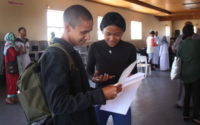 FILE: Pupils from the Leadership College in Manenberg review their matric Results. Picture: Bertram Malgas/EWN