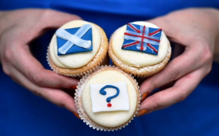 Referendum cupcakes featuring a Scottish Saltire, (L) a Union flag (R) and a question mark (Below) symbolising the 'undecided voter' are pictured at a bakery in Edinburgh, Scotland, on 16 September, 2014. Picture: AFP.