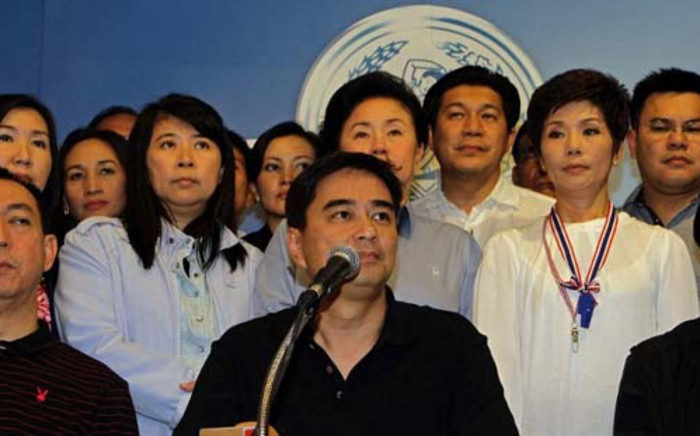 Former Thai Prime Minister and opposition leader Abhisit Vejjajiva (C) addresses a news conference at the Democrat Party headquarters in Bangkok on December 8, 2013. Picture: AFP.