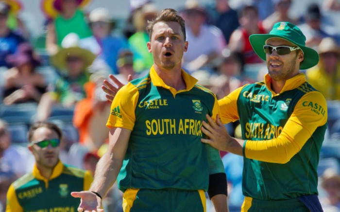 South African bowler Dale Steyn and captain AB de Villiers react after taking the wicket of Australian batsman Nathan Coulter-Nile during the second one-day international (ODI) cricket match of the series between Australia and South Africa in Perth on November 16, 2014. Picture: AFP
