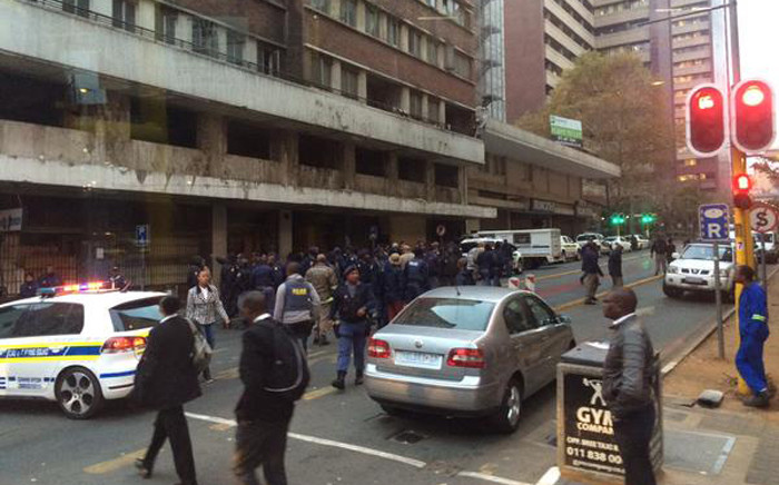 FILE. SA army and police raided on a buildings around Johannesburg CBD on 8 May 2015 as part of their operation to search for illegal goods, weapons and drugs. Picture: Nyasha Mharakurwa /@sirnyasha via Twitter.