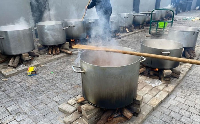 Ramzi's Food is cooking large pots of akhni to be distributed to communities in Brooklyn and surrounding areas. Picture: Ramzi's Food/Instagram