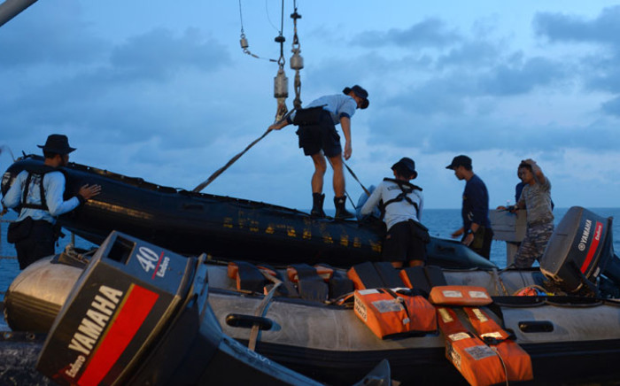Members of the Indonesian Navy prepare equipment to be lowered into the water from the vessel KRI Banda Aceh to conduct operations to lift the tail of AirAsia flight QZ8501 in the Java Sea on 9 January, 2015. Picture: AFP.