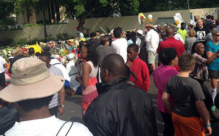 Thousands of locals and tourists have visited Madiba's Houghton home to light candles, deliver flowers and condolence letters as well as sing and dance in his memory. Picture: Mia Lindeque/EWN.