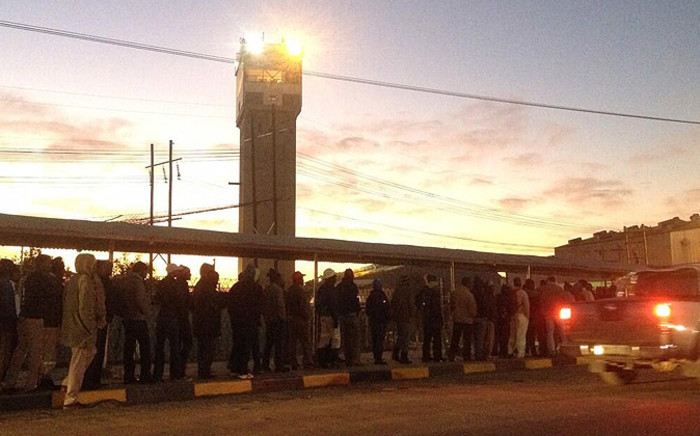 Hundreds of mineworkers going back at work at Lonmin's Rowland shaft in Marikana on 25 June 2014. Picture: Govan Whittles/EWN