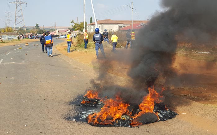 Violent protests erupted in Ennerdale as angry residents demanded. Picture: Louise McAuliffe/EWN.