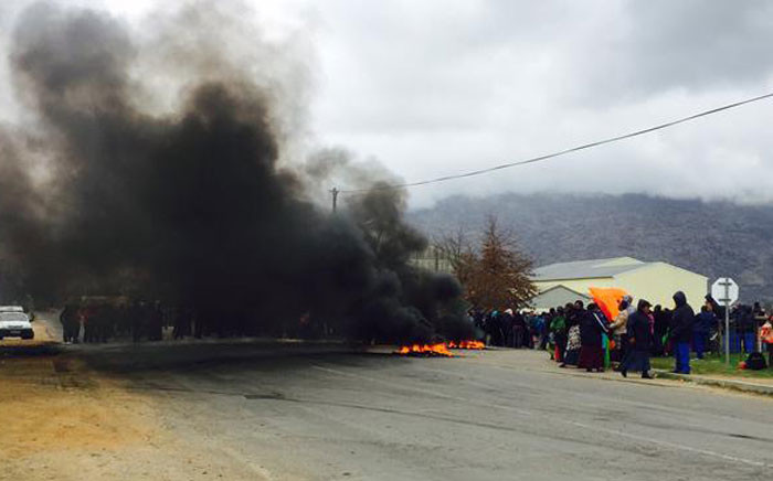 FILE: FAWU workers barricade the road with burning tyres.Picture: Siyabonga Sesant/EWN.