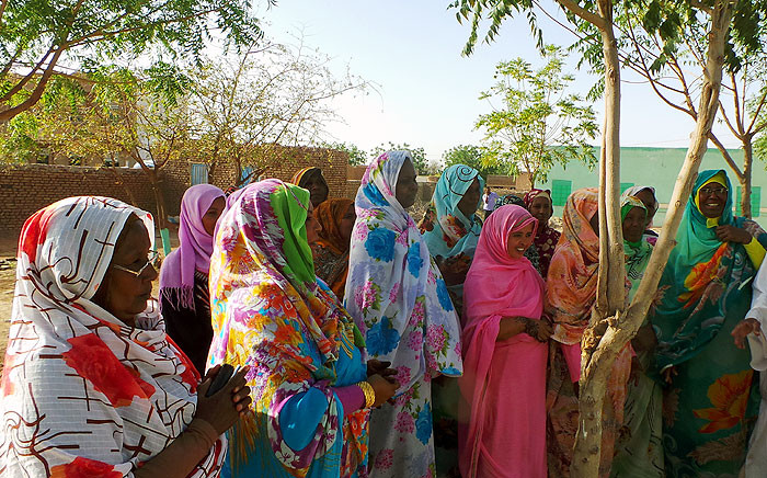Sudanese women waiting to vote on the banks of the Blue Nile in Jazeera state on 14 April 2015. Picture: Jean-Jacques Cornish/EWN