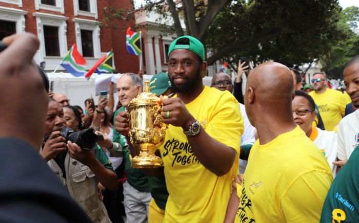 Springboks captain Siya Kolisi holds the Webb Ellis trophy during the team's victory tour in Cape Town, on 11 November 2019. Picture: Shamiela Fisher/EWN.