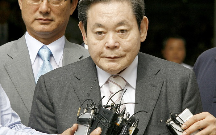 FILE: In this file photo taken on July 11, 2008 Lee Kun-Hee (C), former Samsung Group chairman, leaves after his trial as reporters ask him questions at a Seoul court. Picture: AFP
