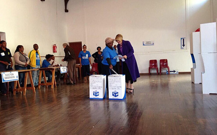 Democratic Alliance leader Helen Zille casts her vote in Rondebosch in Cape Town. Picture: Carmel Loggenberg/EWN.