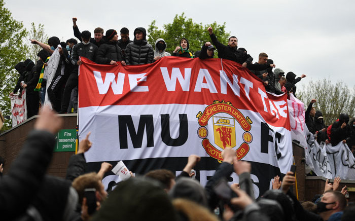 Supporters protest against Manchester United's owners, outside English Premier League club Manchester United's Old Trafford stadium in Manchester, north-west England on 2 May 2021, ahead of their English Premier League fixture against Liverpool. Picture: Oli Scarff/ AFP