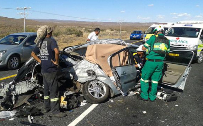 A woman has died and several others have been injured after three vehicles collided on the N1 highway between Beaufort West and Laingsburg on 29 December 2014. Picture: SA Paramedics via Twitter