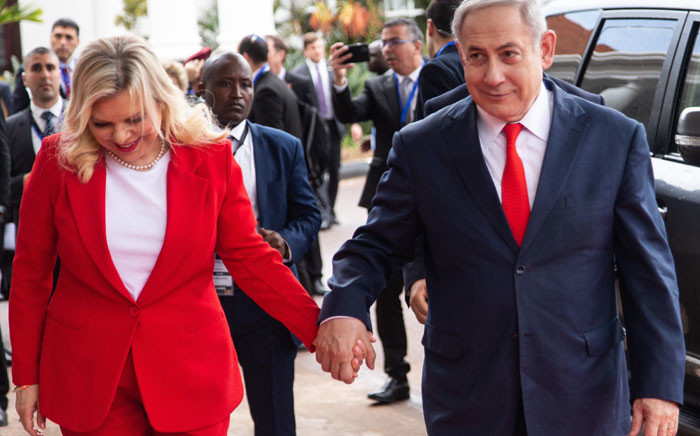 Israeli Prime Minister Benjamin Netanyahu (R) and his wife Sara Netanyahu (L), arrive at the State House in Entebbe, in Uganda on 3 February 2020. Picture: AFP