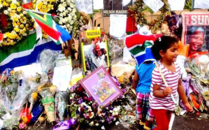 Capetonians gathered on the Grand Parade on Saturday 14 December for a night vigil to honour Tata Madiba. Picture: Mia Spies/EWN.