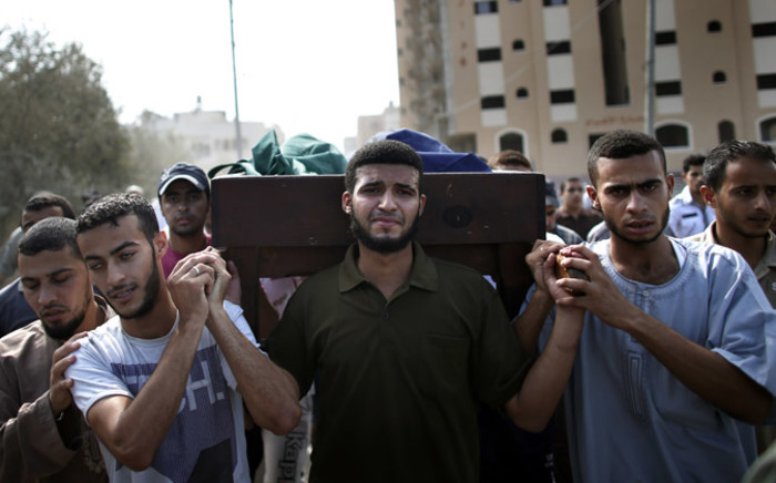 Relatives and friends carry the bodies of five Palestinians killed, during the funeral in the Central Gaza Strip city of Nusseirat on 23 August, 2014. Picture: AFP.