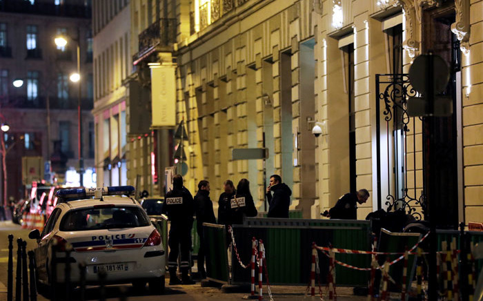 Police stand in Rue Cambon at the back entrance of the Ritz luxury hotel in Paris on 10 January, 2018, after an armed robbery. Picture: AFP
