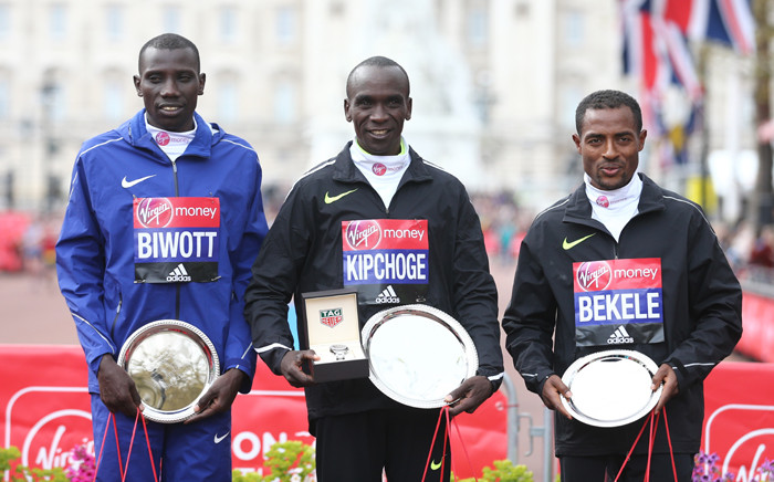 Men's elite race winner Kenya's Eliud Kipchoge (C) poses with second-placed Kenya's Stanley Biwott (L) and third-placed Kenya's Kenenisa Bekele (R) during the winners presentation for the 2016 London Marathon in central London on 24 April, 2016. Picture: AFP.